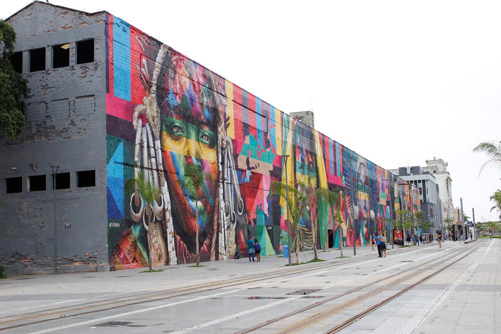 """Mural """"Todos somos um"""", feito por Kobra em 2016"""