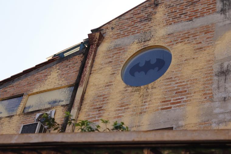 O sinal sempre fica a posto, qualquer coisa é só ligar para o Batman hahahaha