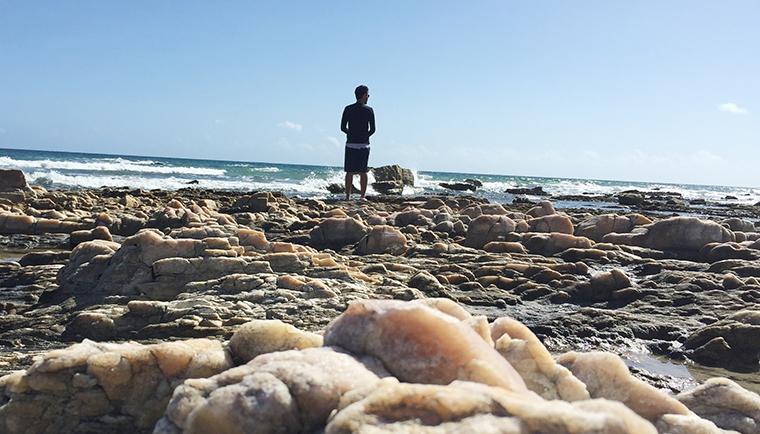 Nas pedras em meio ao paraíso