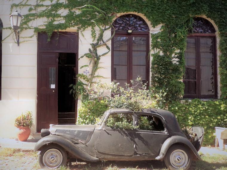 Detalhe dos carros antigos, expostos nas ruas