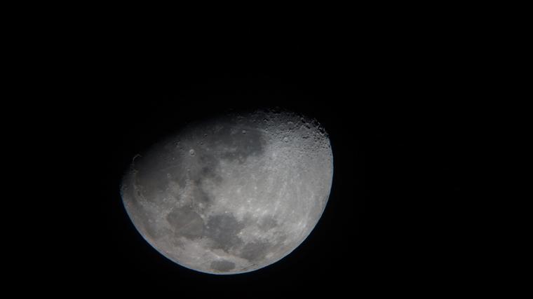 Lua vista no tour astronômico