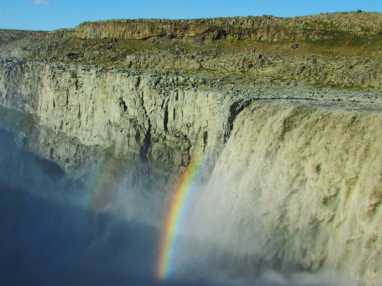 Catarata Detifoss (a mais poderosa da Europa; cenário de abertura do filme Prometheus