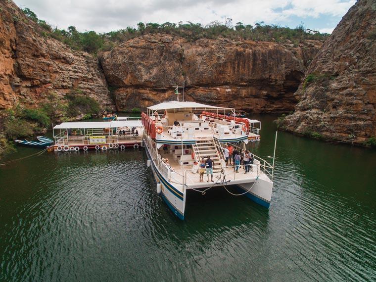 A plataforma flutuante e o Catamarã, Foto: @viajareumprazer