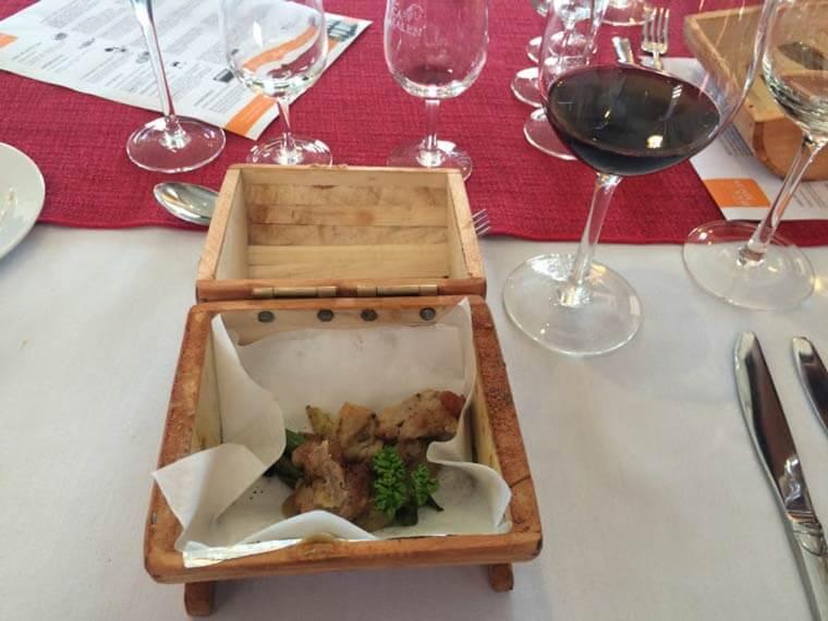 Porco braseado, feijão e vagens com suco de cebola harmonizado com Ruca Malen Petit Verdot 2013