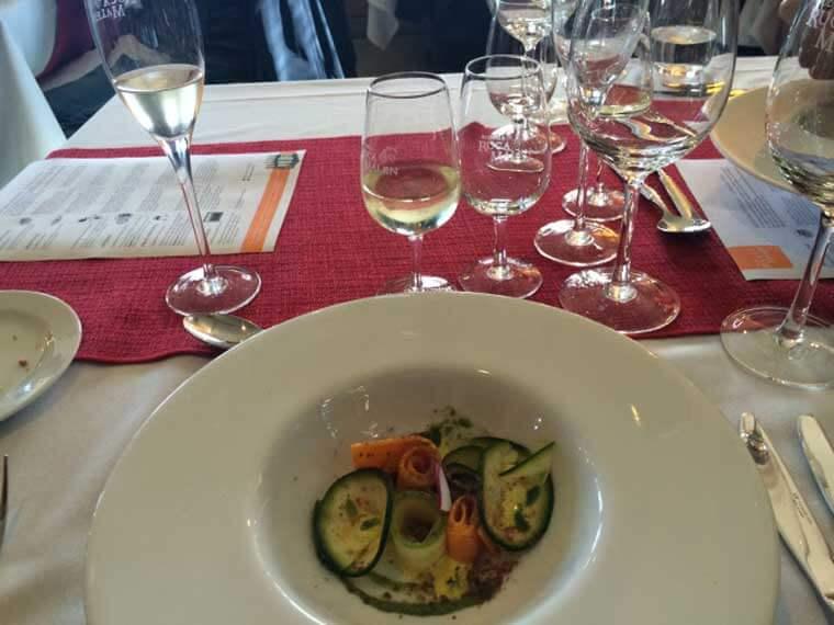 Vegetais curados com pesto e emulsão de limão harmonizado com Yauquen Chardonnay 2015