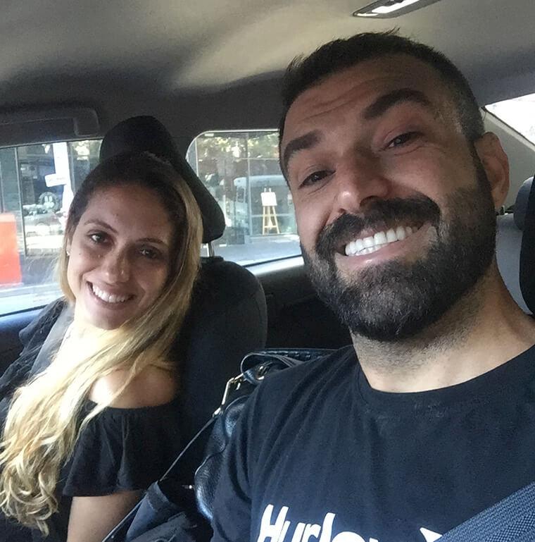 Eu e meu amigo em Sydney antes de cair na estrada - na numa vibe super animada!