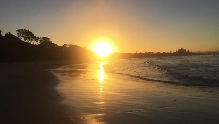 Pôr do sol na praia de Byron
