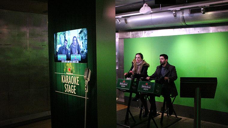 O karaokê em holandês, uma das interatividades do museu.