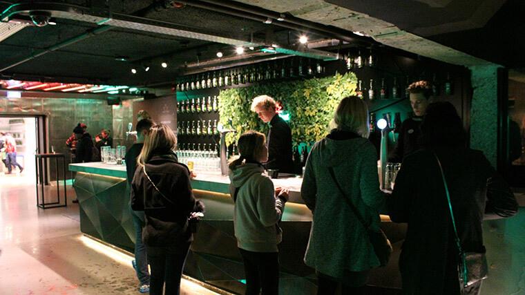O bar no final do museu, lá cada pessoa tem direito a dois chopps